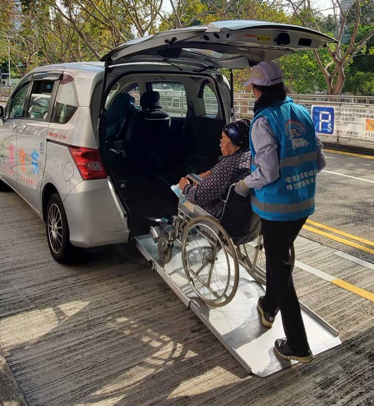 A uniformed driver helps a wheelchair user onto a Honda Freed, as part of Rehab Life's free service